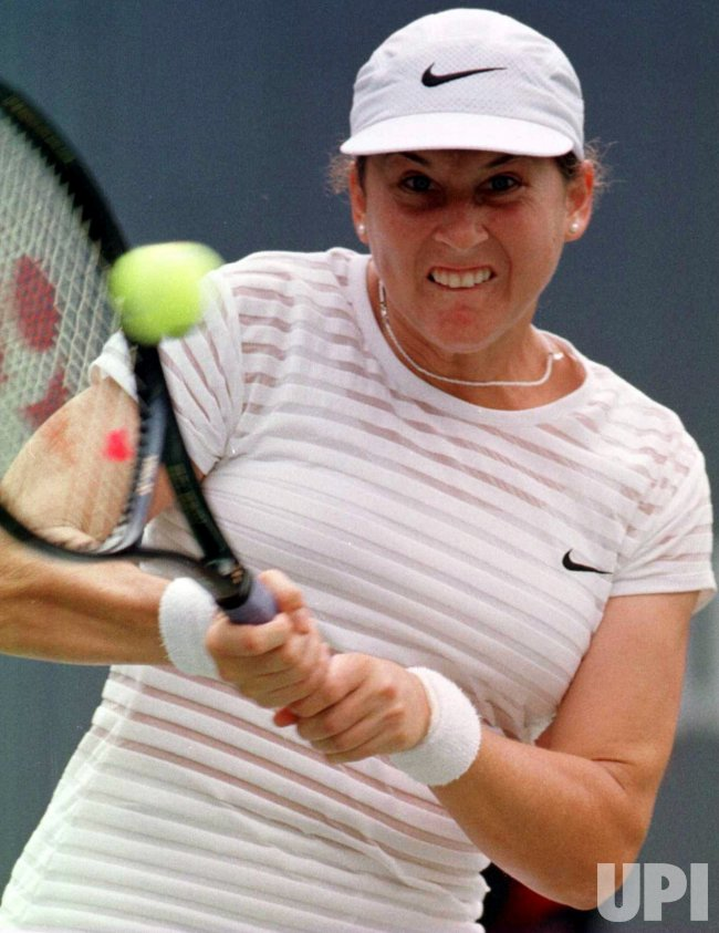 U.S. OPEN 98--6th seed Monica Seles wins 2nd round match