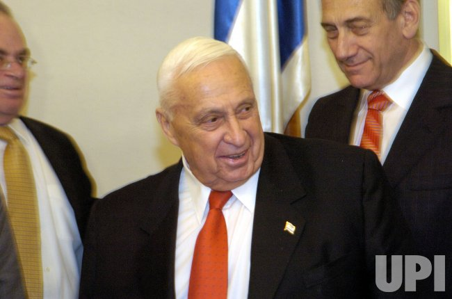 ARIEL SHARON HOSTS CEREMONY