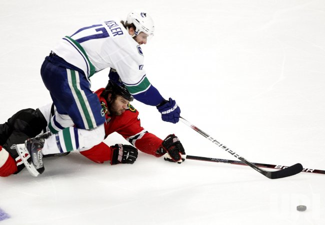 Blackhawks Seabrook and Canucks Kesler go for puck in Chicago