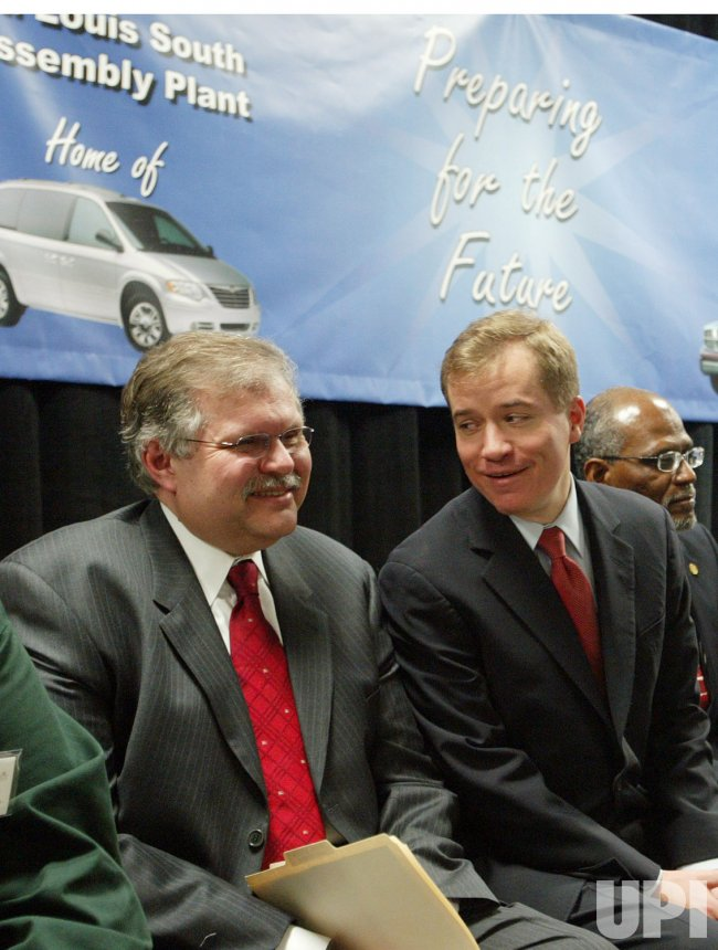 CHRYSLER TO INVEST $1 BILLION IN ST. LOUIS ASSEMBLY PLANTS
