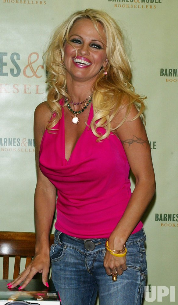 "PAMELA ANDERSON BOOKSIGNING FOR ""STAR"""