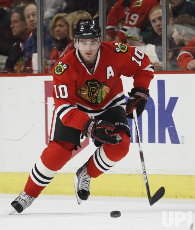 Blackhawks' Sharp skates against Bruins in Chicago