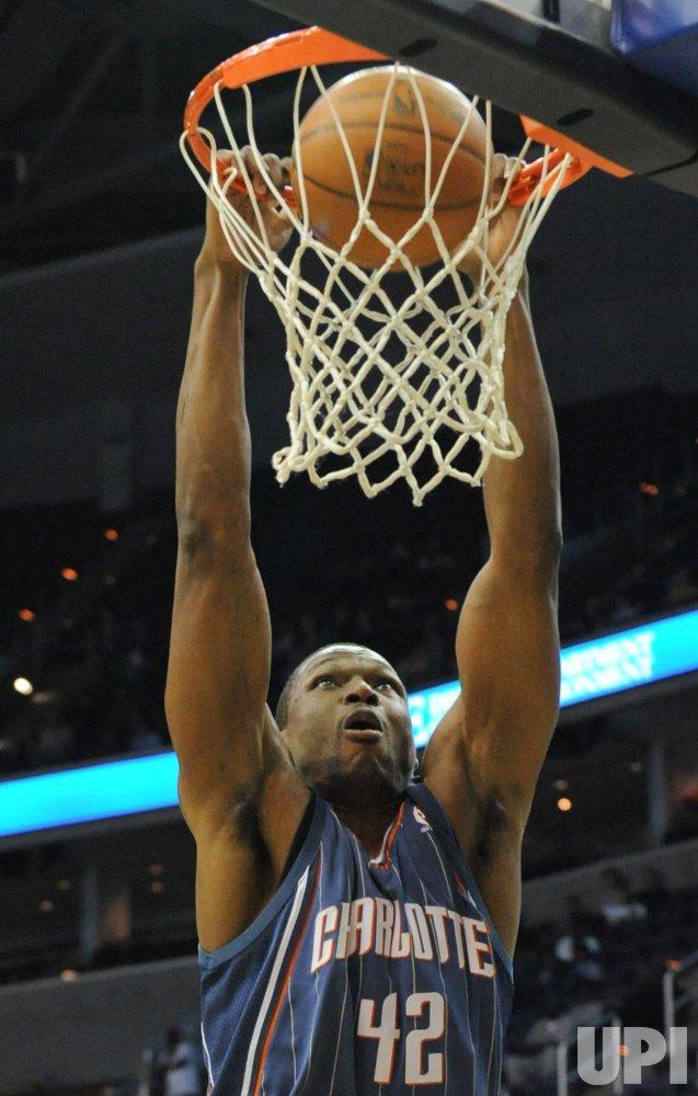 Bobcats Ratliff dunks against Wizards in Washington