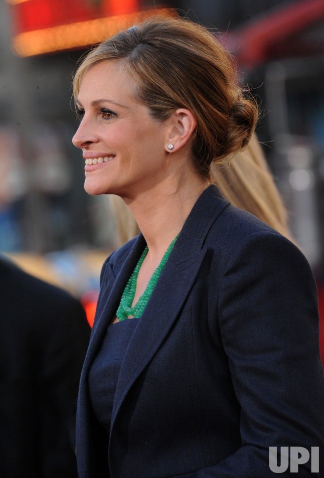 """Julia Roberts arrives at the """"Larry Crowne"""" premiere in Los Angeles"""