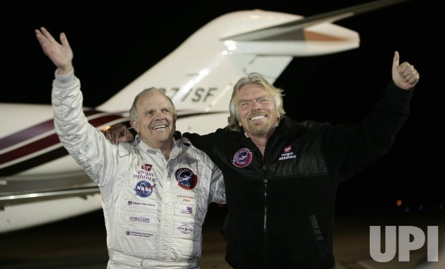 STEVE FOSSETT GETS RECORD FOR LONGEST FLIGHT EVER