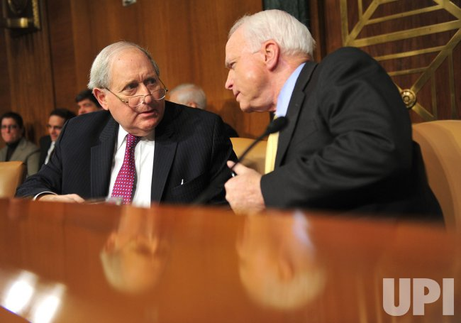 Sen. Carl Levin talks to Sen. John McCain (R-AZ) in Washington