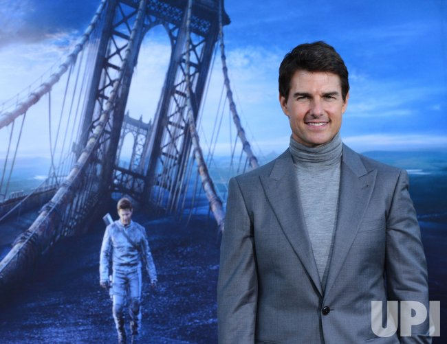 "Tom Cruise attends the ""Oblivion"" premiere in Los Angeles"