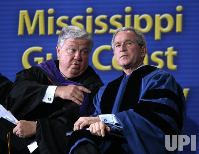 PRESIDENT BUSH SPEAKS AT MISSISSIPPI COMMENCEMENT