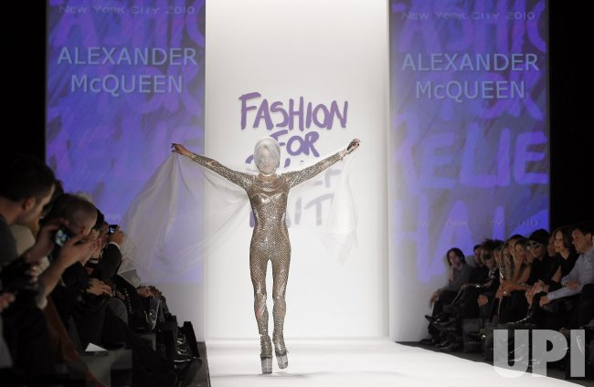 more photos a21e9 35119 Models honor the memory of Alexander McQueen at Mercedes ...