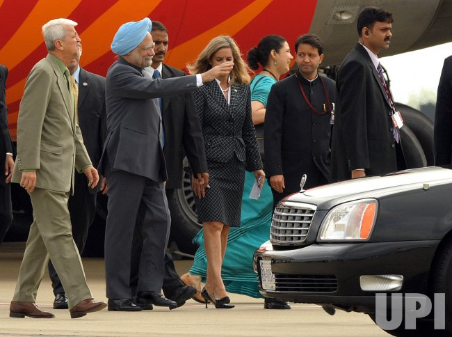 Indian Prime Minister Manmohan Singh arrives for the G20 Pittsburgh Summit