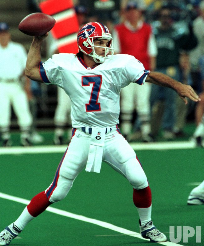 Buffalo Bills backup quarterback Doug Flutie drops back to
