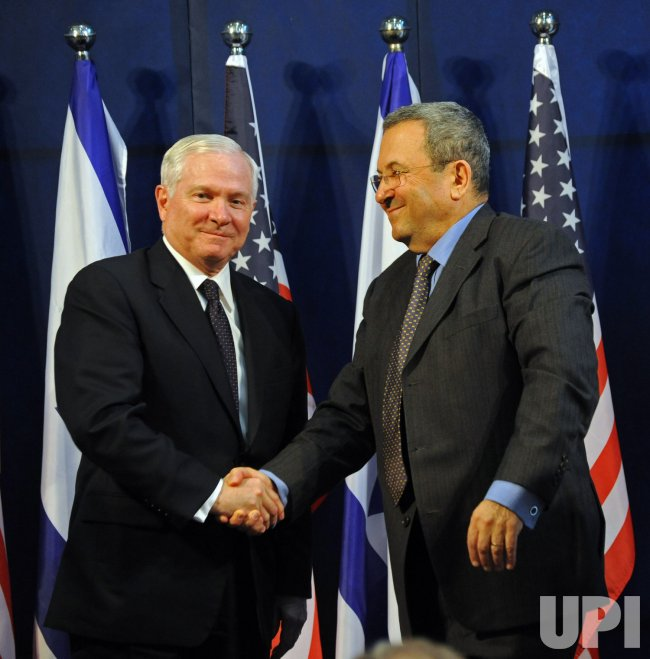 US Secretary of Defense Robert Gates shake hands with Israeli Defense Minister Ehud Barak at the end of a joint press conference in Tel Aviv, Israel