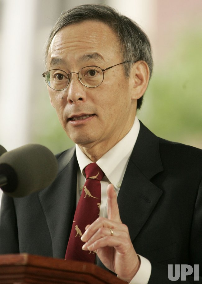 United States Secretary of Energy Dr. Steven Chu speaks at 2009 Harvard Commencement Day