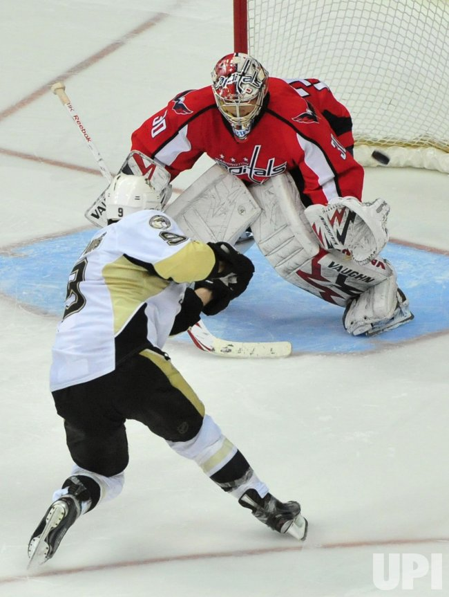 Pittsburgh Penguins' Pascal Dupuis scores in Washington