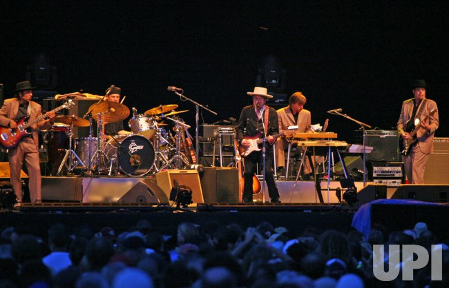 BOB DYLAN PLAYS 2007 OTTAWA BLUESFEST