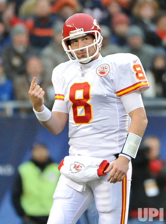 Chiefs Orton holds up finger against Bears in Chicago