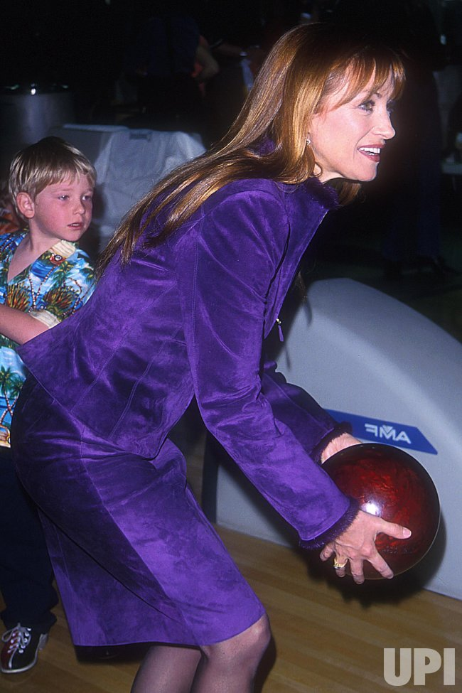 JANE SEYMOUR BOWLS AT INNER CITY GAMES BENEFIT