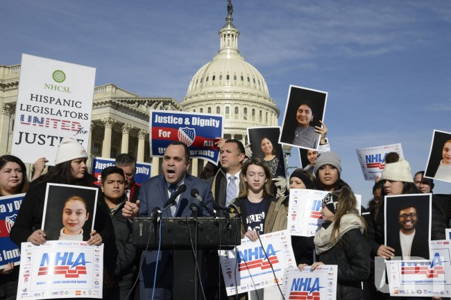 Pro-immigration rally as government shutdown looms