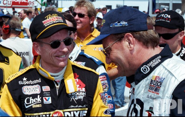 Mark Martin(L) talks to Kenny Schrader(r)