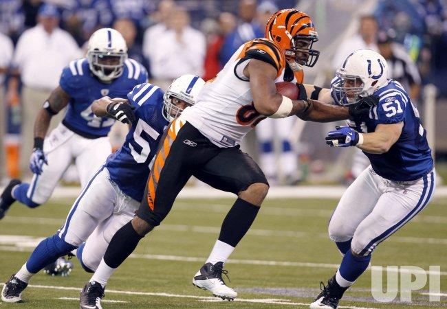 Bengals Gresham Turns Upfield Against Colts Defenders Hagler and Angerer
