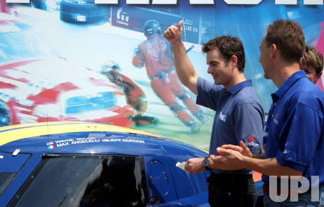JEFF GORDON TO RACE AT ROLEX 24 IN 2007