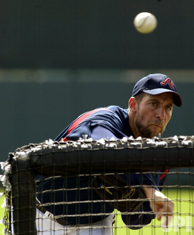 Smoltz throws batting practice in spring training