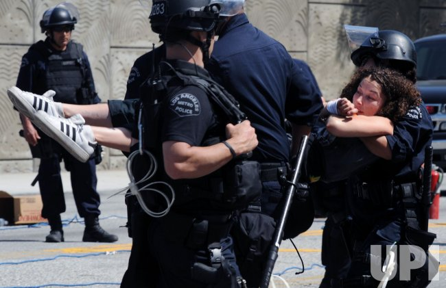 Twenty-six protesters arrested during demonstration against Arizona immigration law in Los Angeles