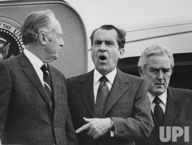 Pres. Nixon departs for Portugal to meet French Pres. George Pompidou