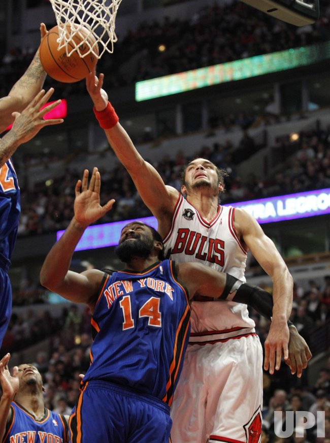Bulls Noah and Knicks Turiaf go for rebound in Chicago