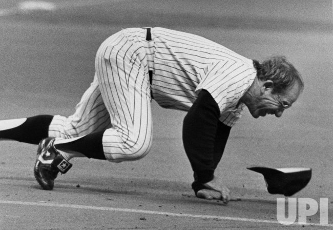 Yogi Berra takes accidental nose dive in All-Star Old Timers Game