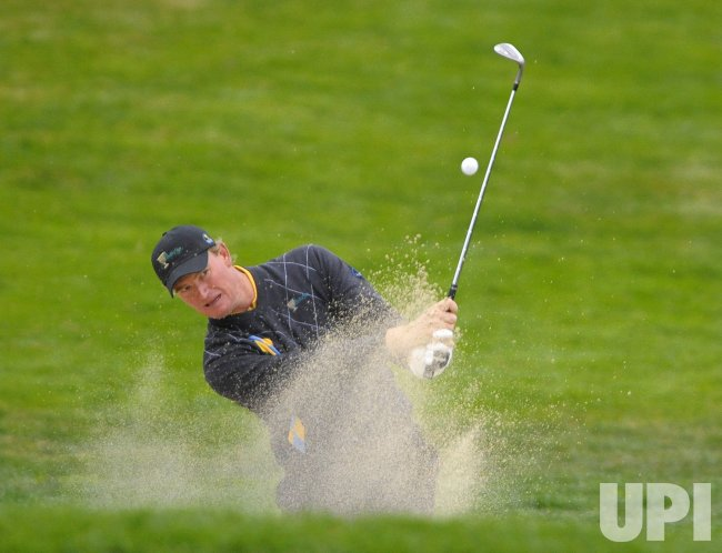 Ernie Els hits out of a bunker during the final round of the 2009 Presidents Cup in San Francisco