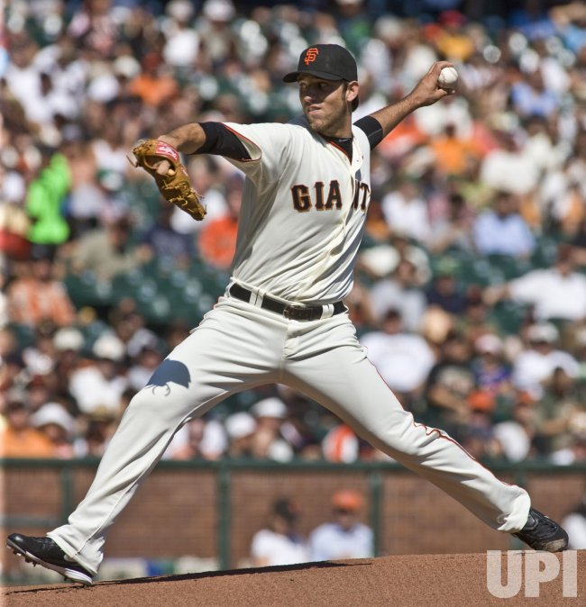 Giants Madison Bumgarner gets a win to complete a sweep of the Diamondbacks in San Francisco