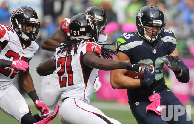 Seahawks tight end Jimmy Graham runs for first down in Seattle