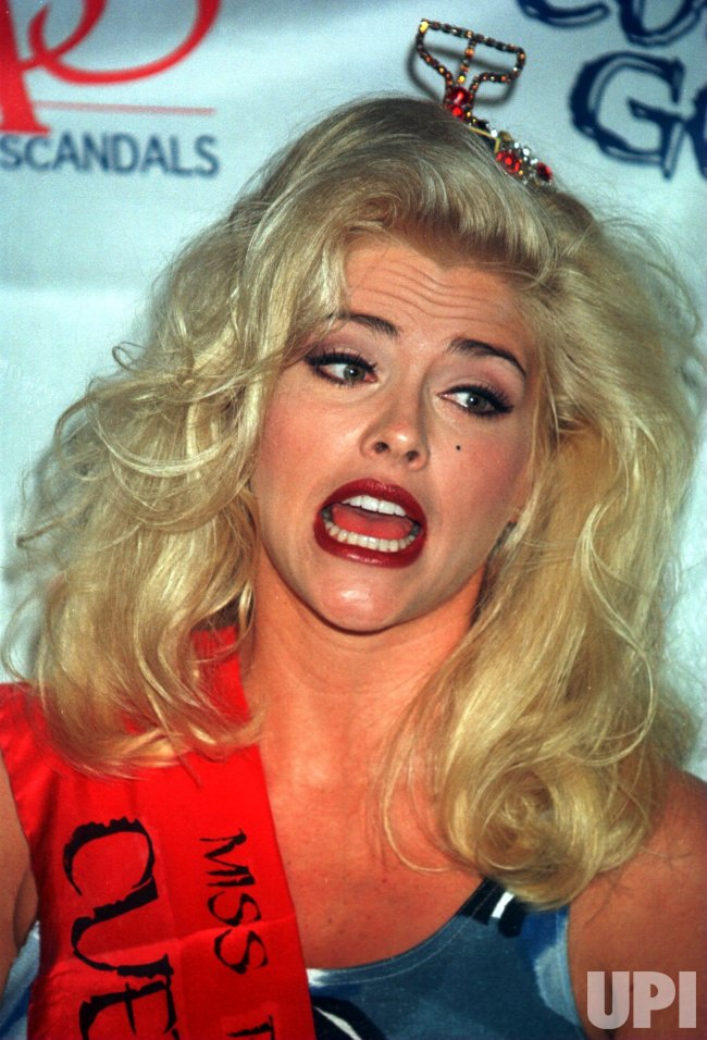 Anna Nicole Smith battles scandal with SAAS