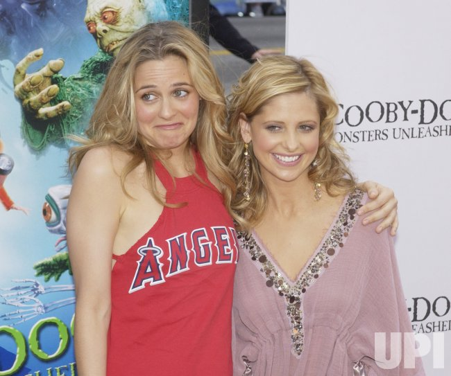 Cast Members Alicia Silverstone And Sarah Michelle Gellar Pose At Scooby Doo 2 Premiere Upi Com