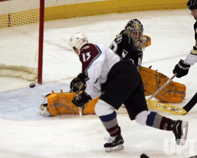 COLORADO AVALANCHE AT PITTSBURGH PENGUINS