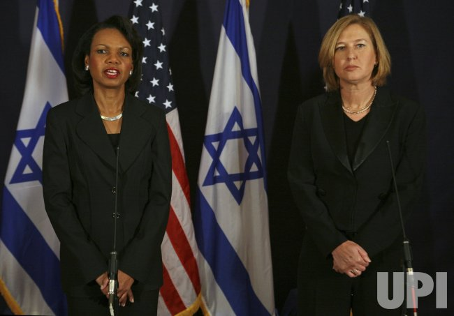 Rice meets with Israeli officials in Jerusalem
