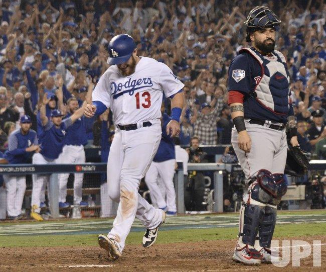 Dodgers Muncy ties game in thirteenth inning in Game 3 of the World Series