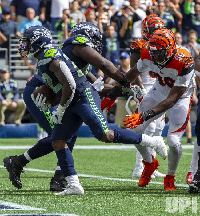 Cincinnati Bengals lead the Seattle Seahawks 17-14 at halftime in Seattle