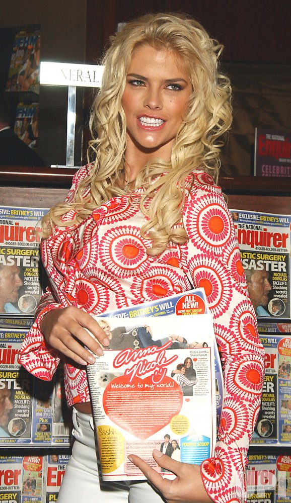 ANNA NICOLE SMITH BECOMES A COLUMNIST FOR THE NATIONAL ENQUIRER