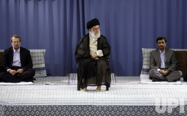 Mahmoud Ahmadinejad endorsed by Khamenei at ceremony in Tehran