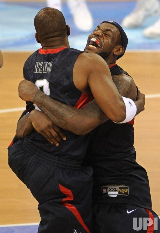 USA wins gold medal in men's basketball in Beijing