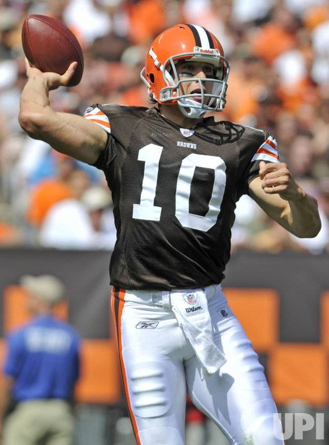 Cleveland Browns quarterback Brady Quinn passes in Cleveland