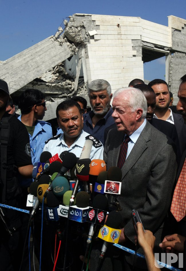 former U.S. President Jimmy Carter arrived in Gaza and meeting to Hamas