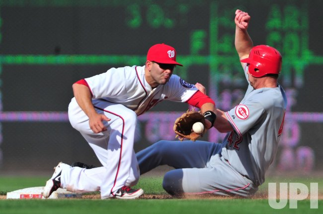 Reds Scott Rolen steals second in Washington