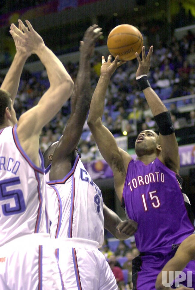 TORONTO'S VINCE CARTER TAKES SHOT