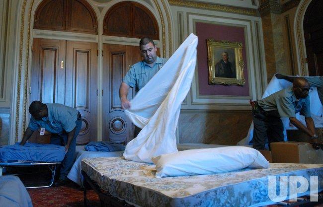 THE U.S. SENATE PREPARES FOR LATE NIGHT IRAQ DEBATE IN WASHINGTON