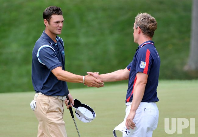 Martin Kaymer (L) of Germany shakes hands with Luke Donald of England follwoing their round at the US Open in Maryland