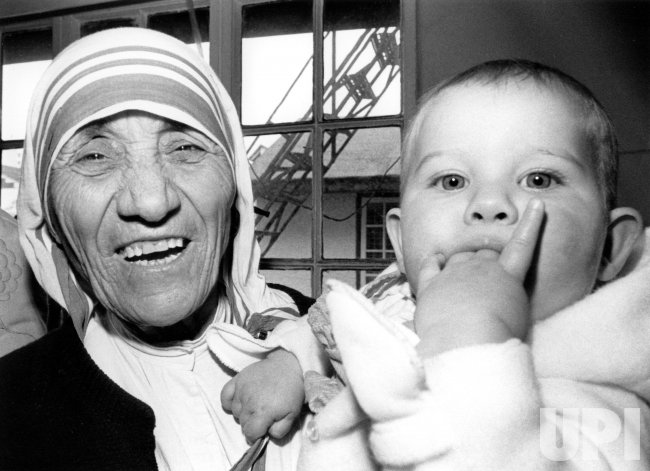 MOTHER TERESA HOLDING CHILD