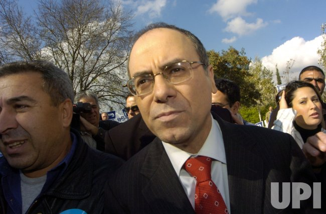 FOREIGN MINISTER SILVAN SHALOM CAMPAIGNS OUTSIDE A POLLING STATION IN JERUSALEM